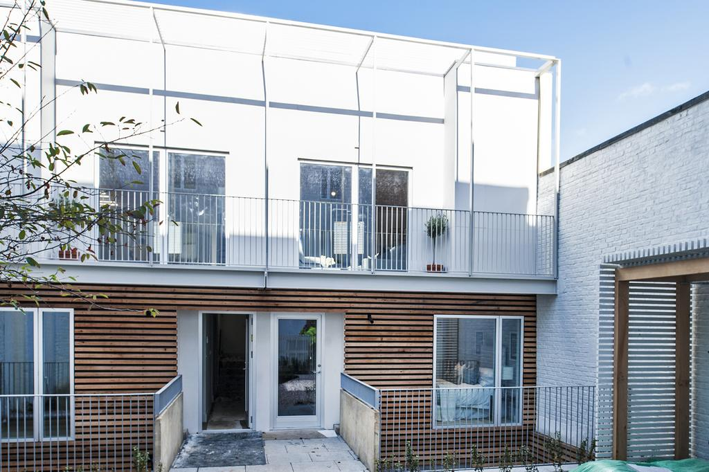 3 Bedrooms Mews House for sale in Jeddo Road, W12