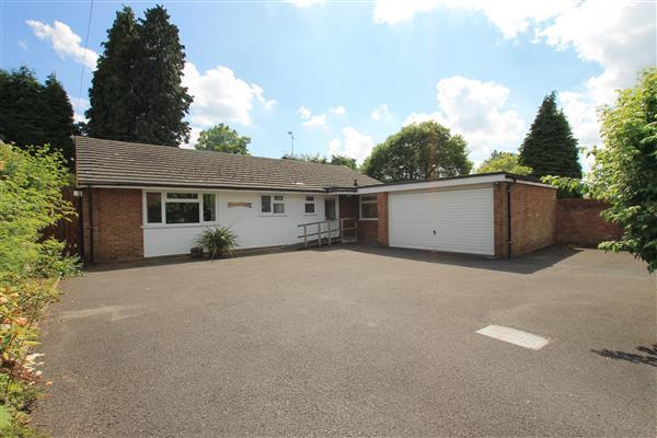 3 Bedrooms Bungalow for sale in Aberdeen Close, Headley Road, Grayshott