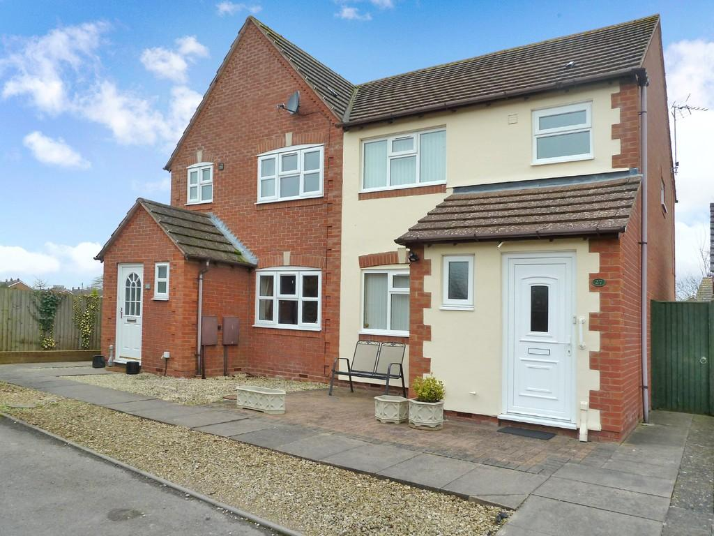 3 Bedrooms Semi Detached House for sale in Whitehead Drive, Wellesbourne