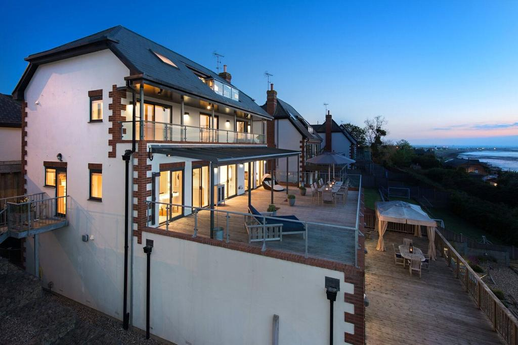 4 Bedrooms Detached House for sale in Joy Lane, Whitstable, CT5