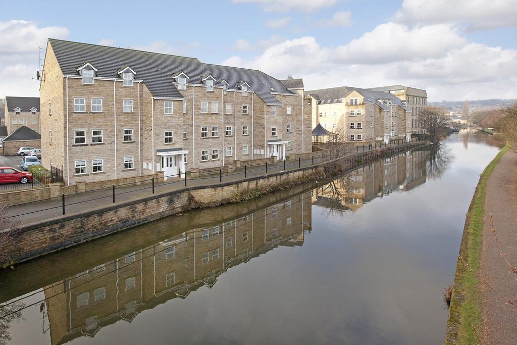 3 Bedrooms Penthouse Flat for sale in Waters Walk, Apperley Bridge