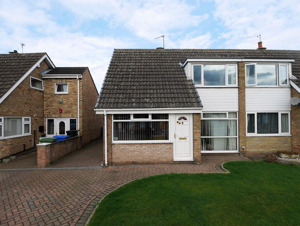 3 Bedrooms Semi Detached Bungalow for sale in The Meadows, Howden