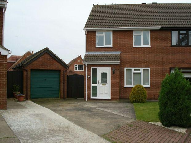 2 Bedrooms Semi Detached House for sale in Fountain Close, Waltham, GRIMSBY