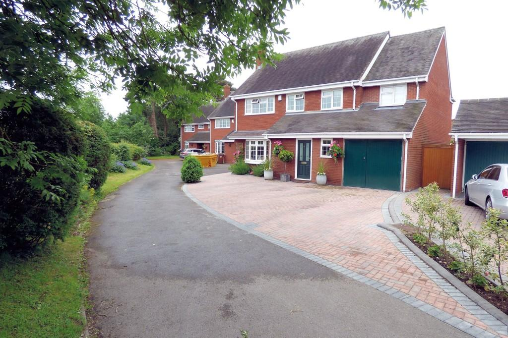 5 Bedrooms Detached House for sale in Swarbourn Close, Yoxall