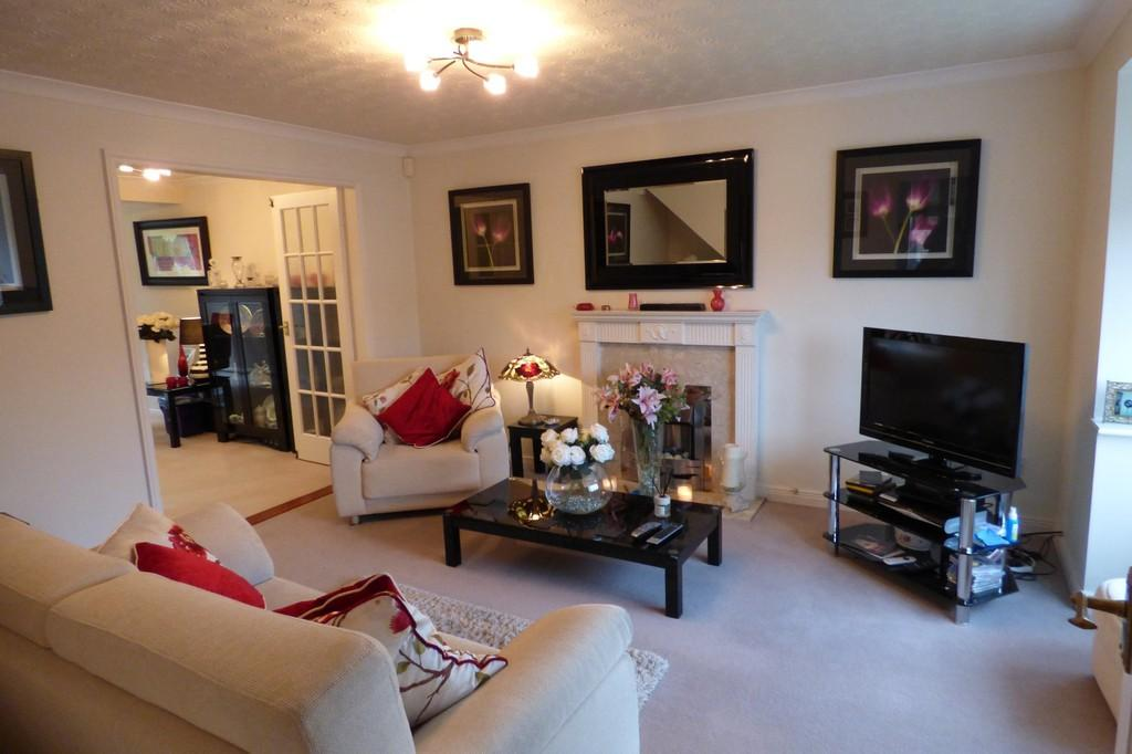 3 Bedrooms Detached House for sale in Cricketers Close, Stapenhill