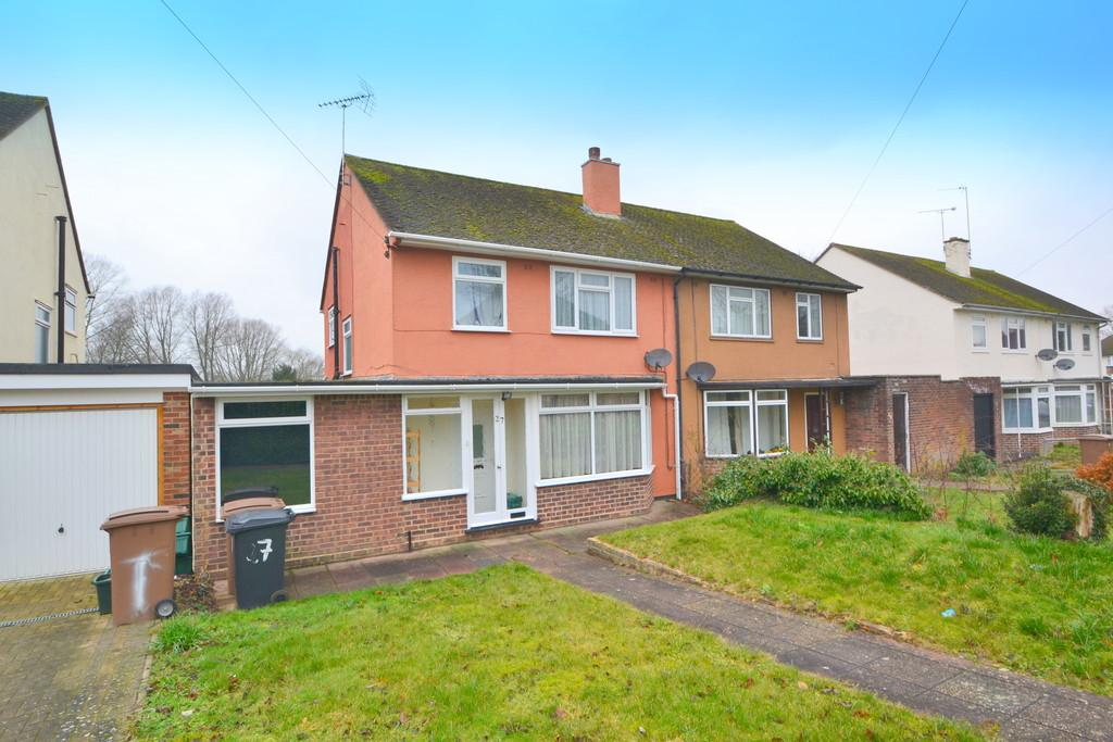 3 Bedrooms Semi Detached House for sale in Medway Close, Chelmsford