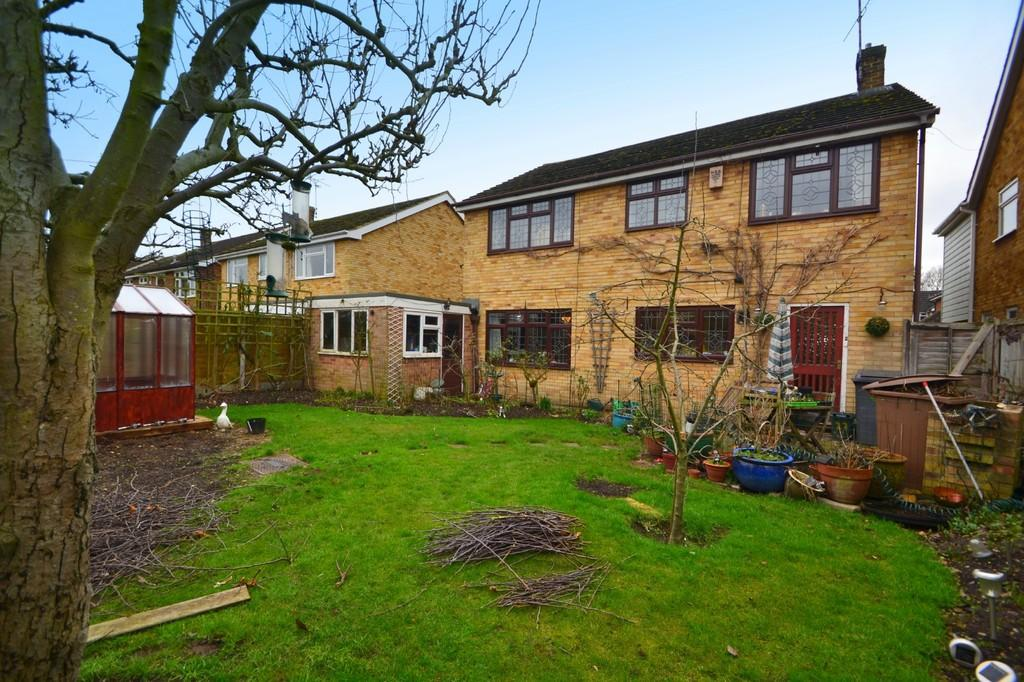 4 Bedrooms Detached House for sale in Bishops Court Gardens, Chelmsford