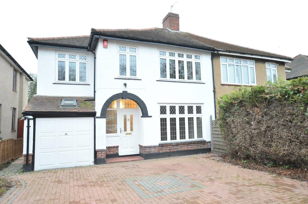 3 Bedrooms Semi Detached House for sale in Avery Hill Road, Eltham SE9