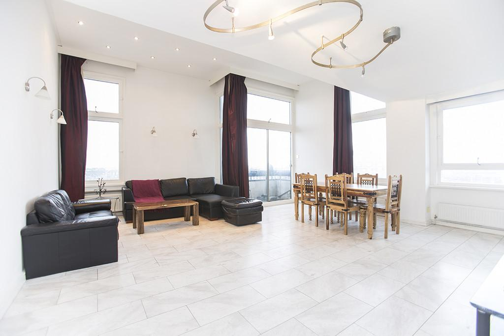 2 Bedrooms Apartment Flat for sale in The Water Gardens, London