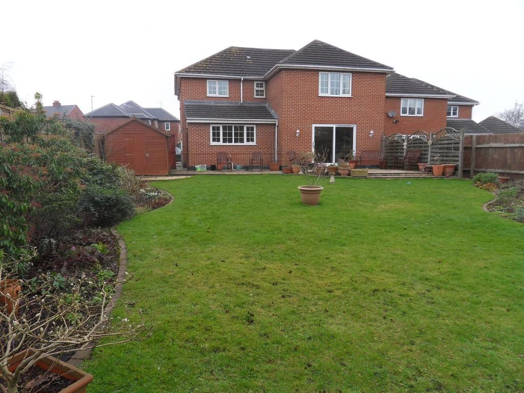 4 Bedrooms Detached House for sale in Broom Leys Road, Coalville