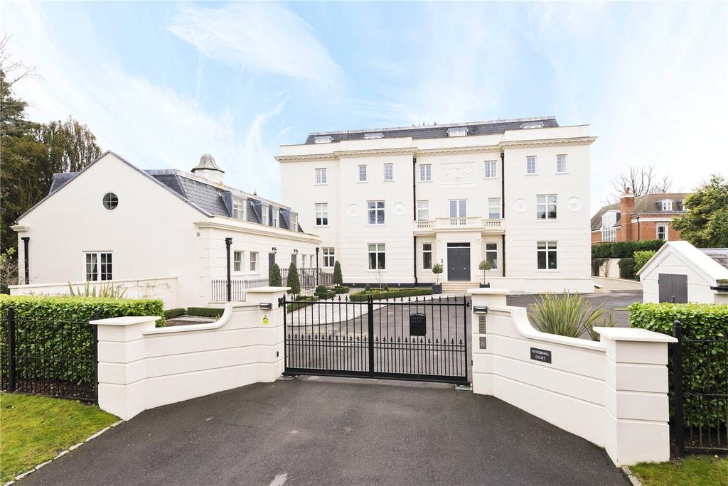 2 Bedrooms Flat for sale in Broomhill Court, Esher Close, Esher, Surrey, KT10
