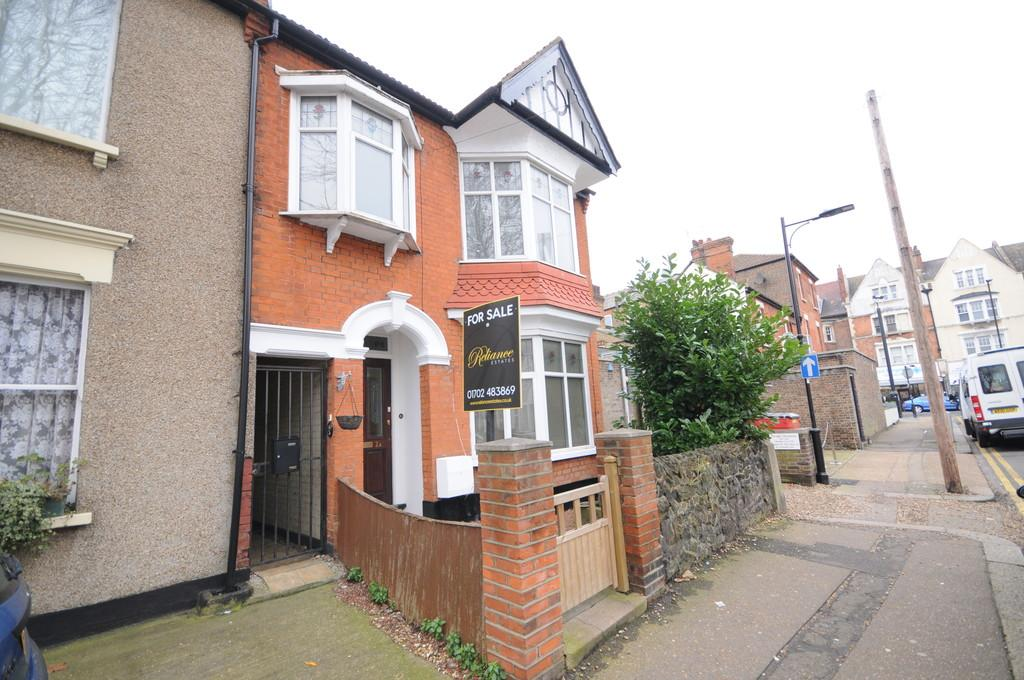 4 Bedrooms Link Detached House for sale in Burdett Avenue, Westcliff-on-Sea