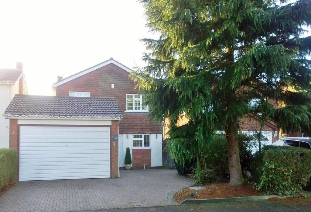 4 Bedrooms Detached House for sale in Riverside Walk, Wickford, Essex, SS12