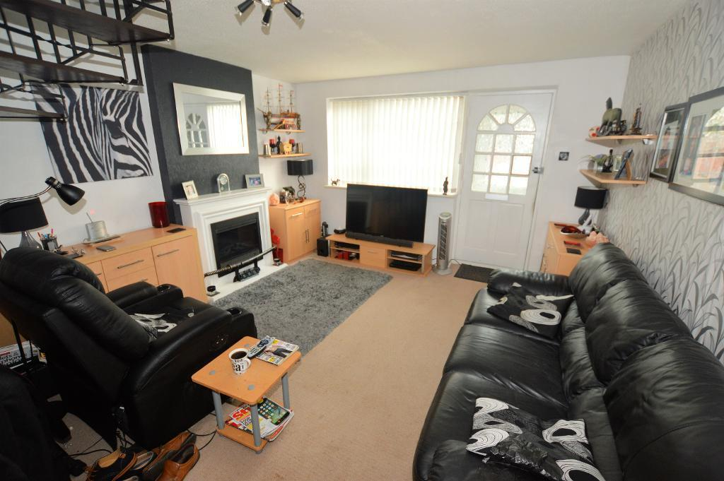 2 Bedrooms Terraced House for sale in Luxembourg Close, Luton, Beds, LU3 3TD