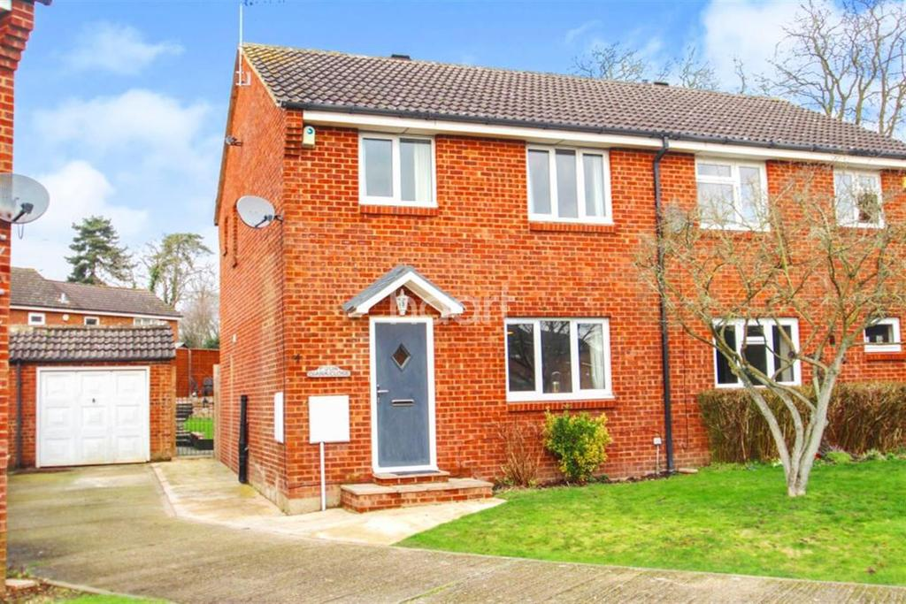3 Bedrooms Semi Detached House for sale in Diana Close
