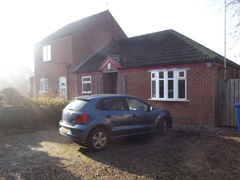 2 Bedrooms Bungalow for sale in The Willows, Hessle