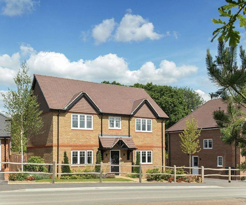 4 Bedrooms Detached House for sale in North Common Road, Wivelsfield Green