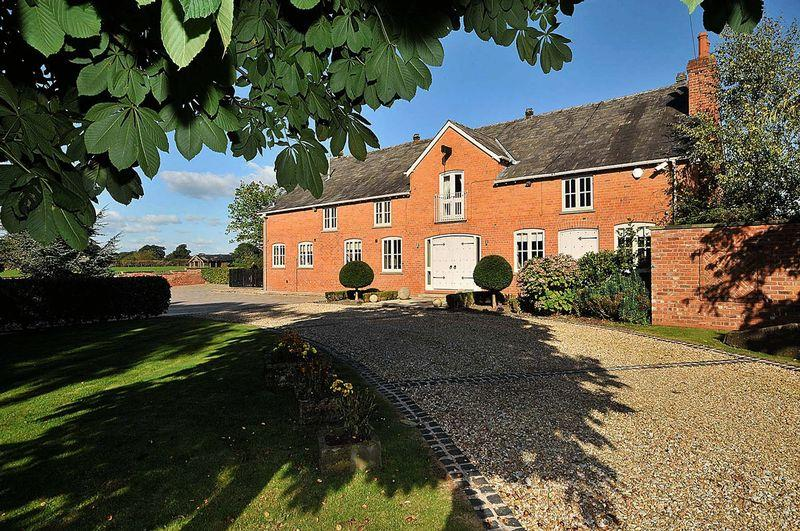 5 Bedrooms Detached House for sale in Linnards Lane, Wincham/Plumley Border
