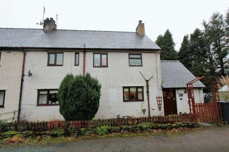 3 Bedrooms Semi Detached House for sale in Pentre Llyn Cymmer, Corwen