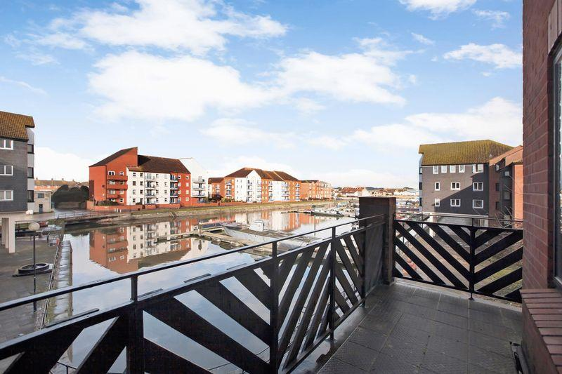 3 Bedrooms Flat for sale in Admirals Quay, Bridgwater
