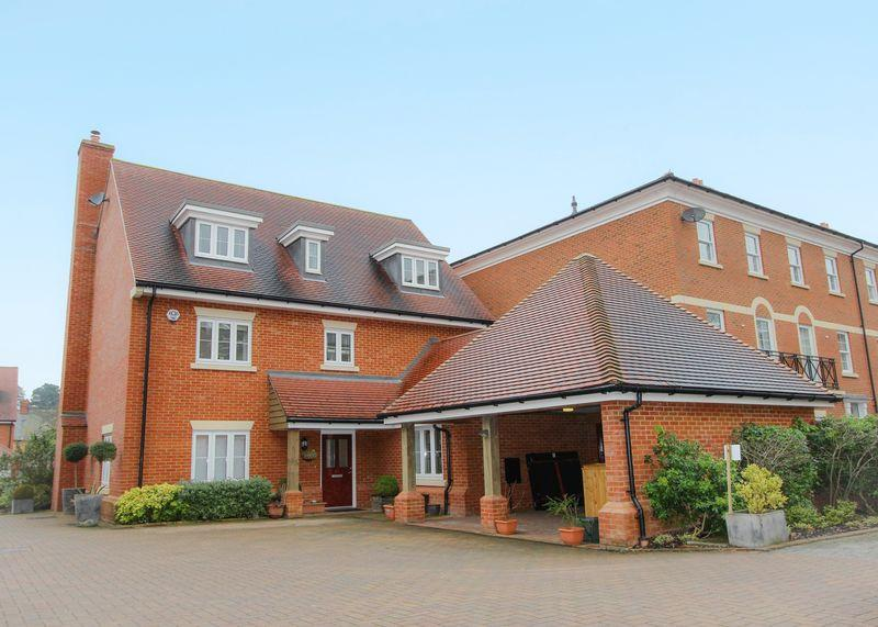 5 Bedrooms Detached House for sale in St Gabriels, Wantage