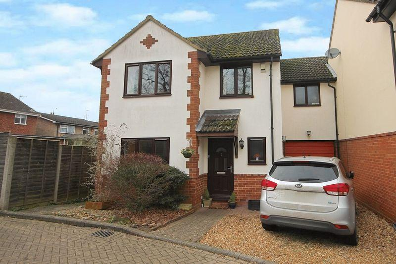 4 Bedrooms Detached House for sale in The Oaks, Slip End