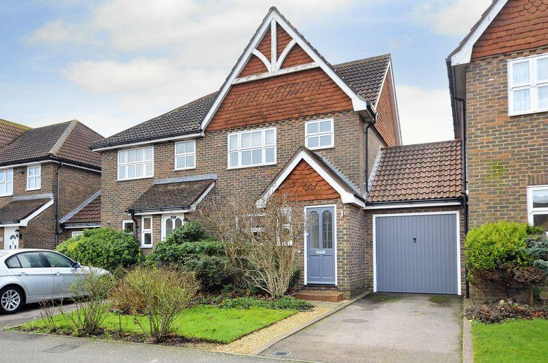 4 Bedrooms Semi Detached House for sale in Elm Grove, Lancing