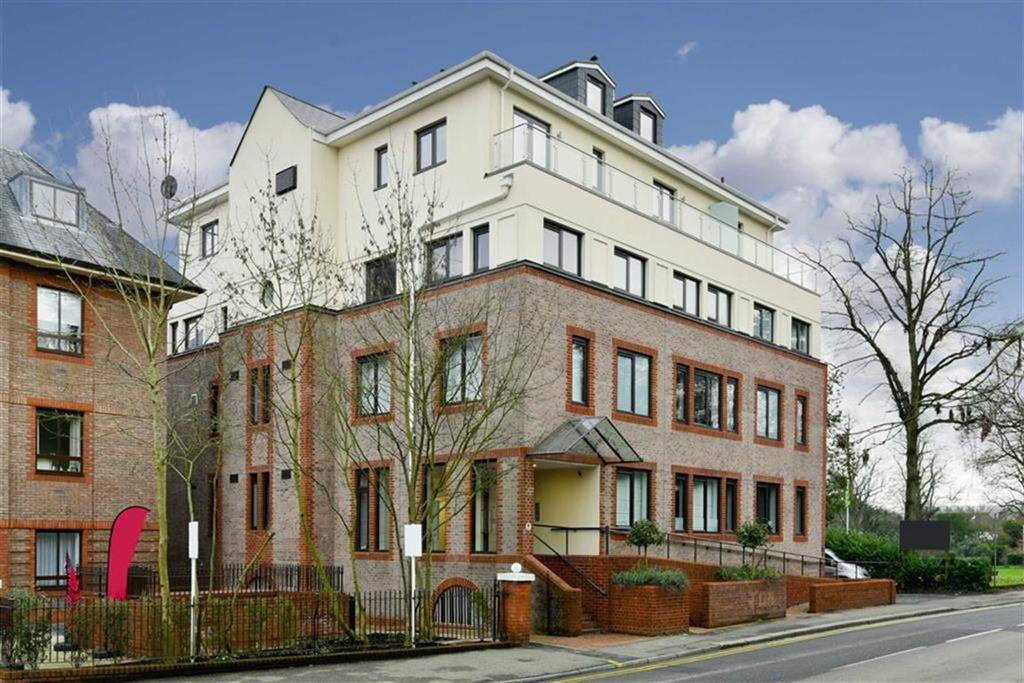1 Bedroom Flat for sale in Novellus Court, Epsom, Surrey