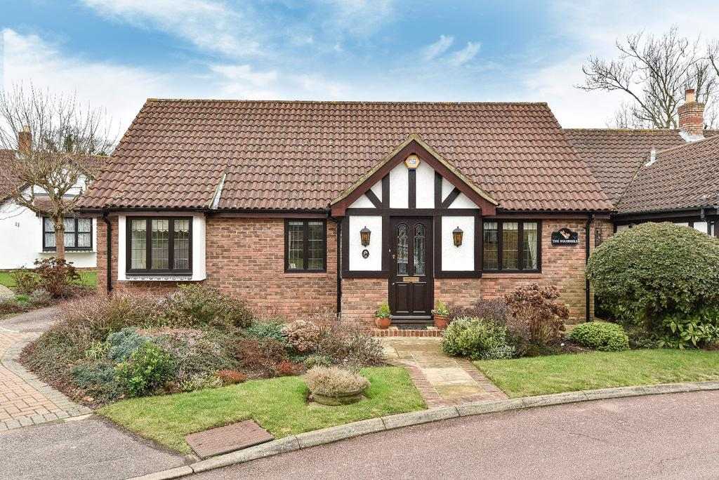 3 Bedrooms Bungalow for sale in Magdalen Grove Orpington BR6