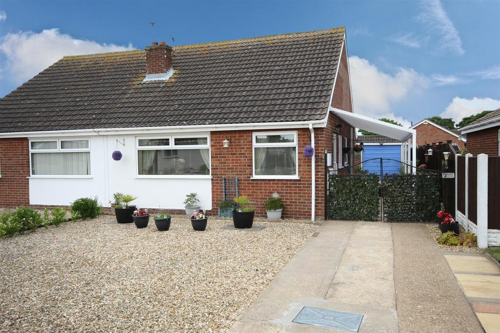 2 Bedrooms Semi Detached Bungalow for sale in 19 Sandringham Drive, Sutton-On-Sea, Mablethorpe