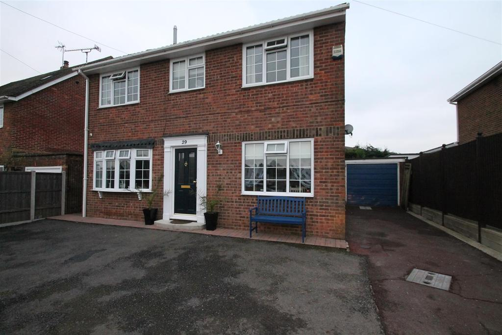 3 Bedrooms Detached House for sale in Westerhill Road, Coxheath, Maidstone