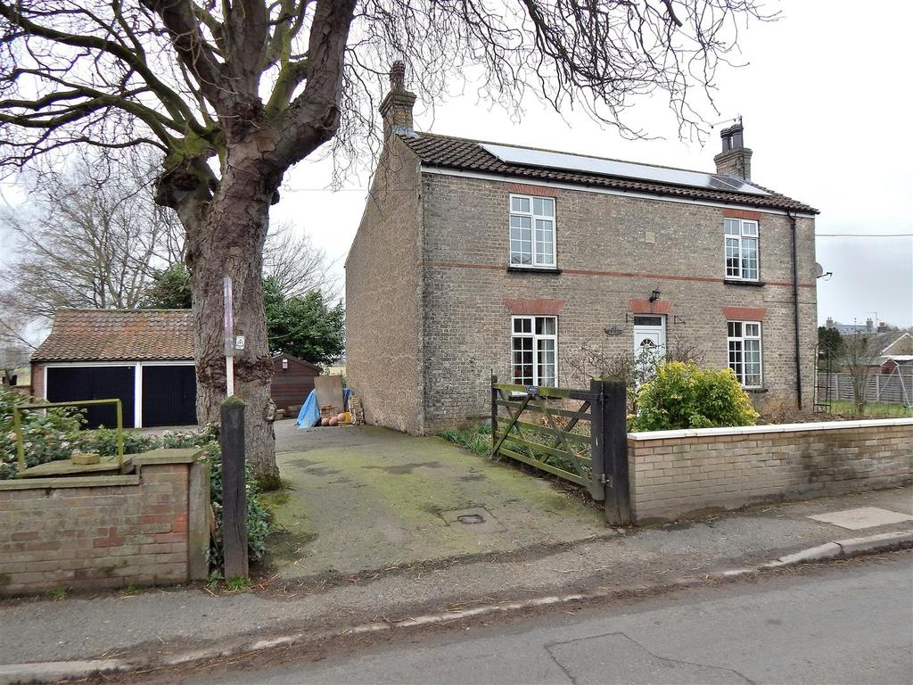 4 Bedrooms Detached House for sale in Lynn Road, Gayton, King's Lynn