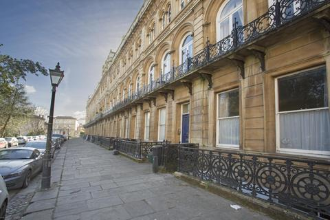 3 bedroom flat to rent - Victoria Square, Clifton, BS8