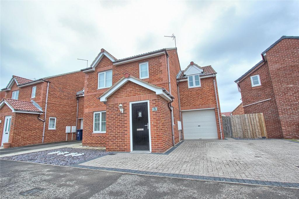 3 Bedrooms Detached House for sale in Newquay Drive, Redcar