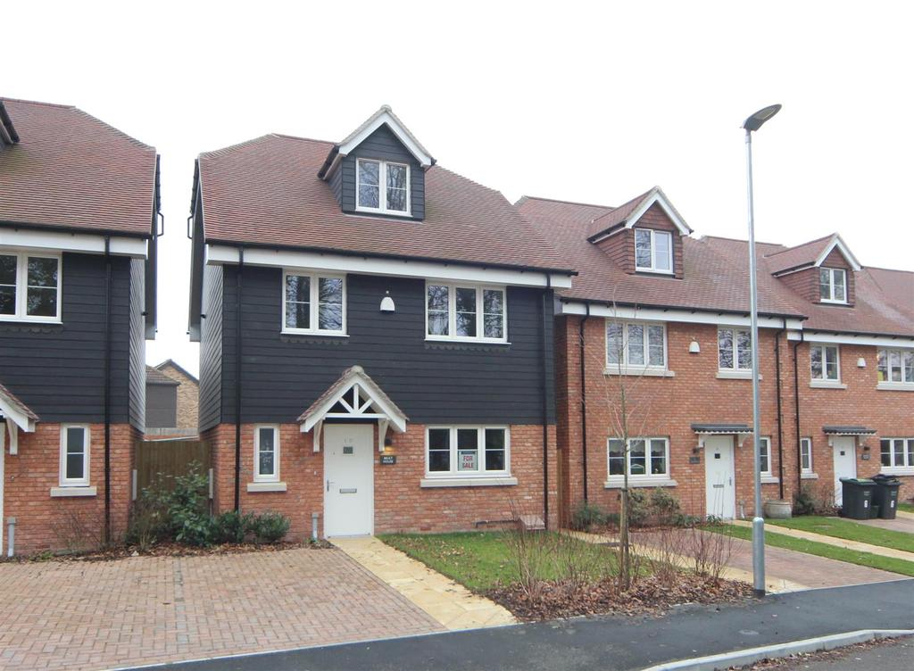 4 Bedrooms Detached House for sale in Godden Drive, East Malling, ME19 6FU