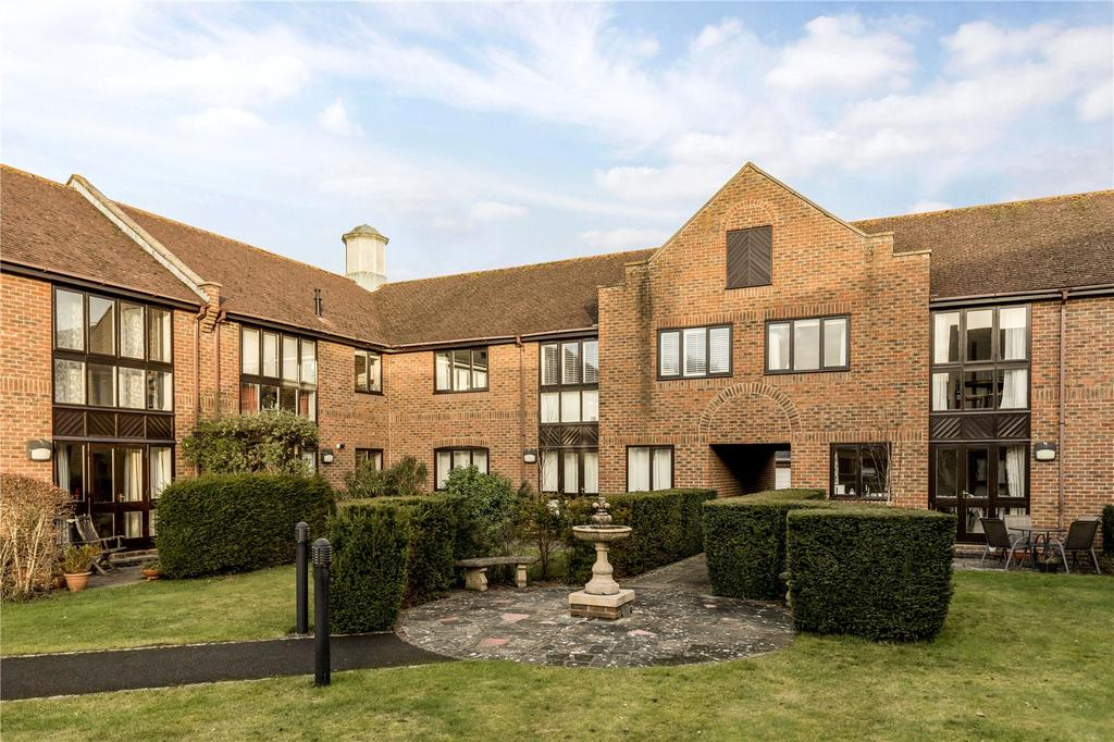 2 Bedrooms Flat for sale in Tudor Close, Chichester, West Sussex