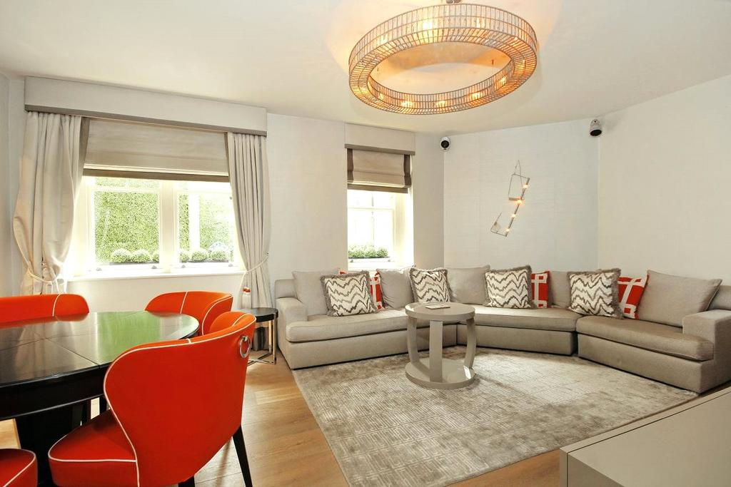 2 Bedrooms Flat for sale in South Street, Mayfair, London