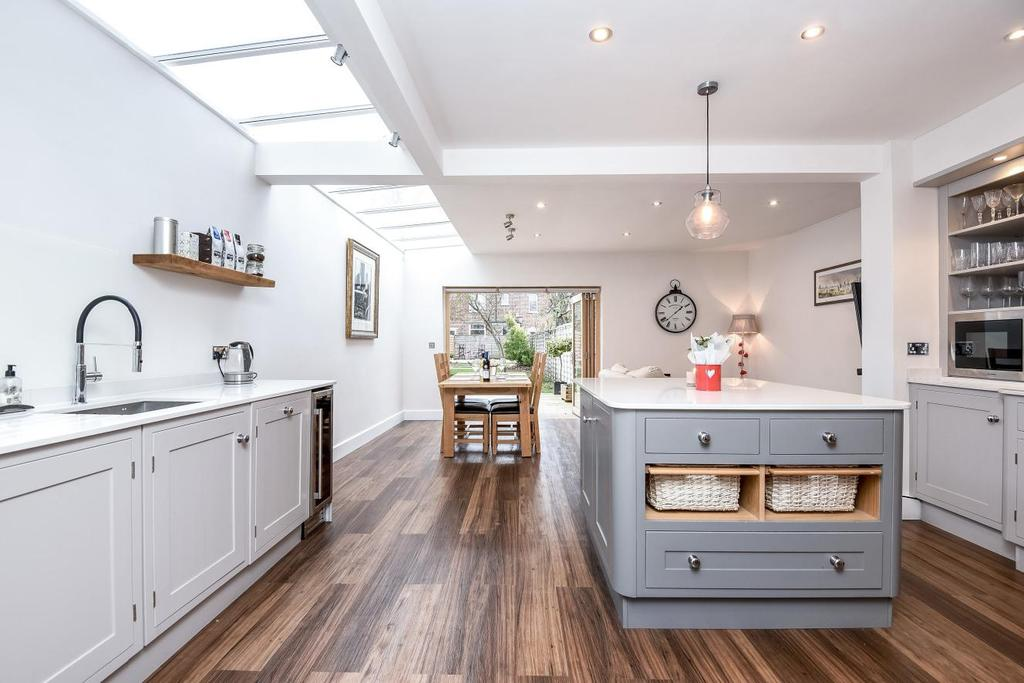 4 Bedrooms Semi Detached House for sale in Park Road, Colliers Wood, SW19