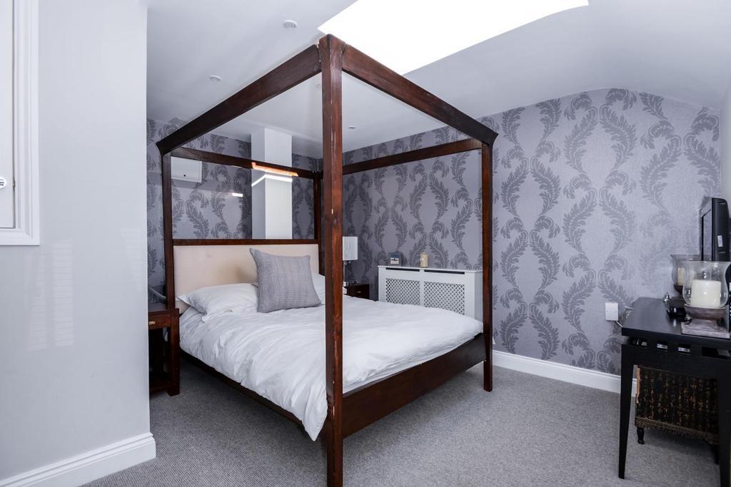 2 Bedrooms Flat for sale in Royal Drive, Friern Barnet, N11