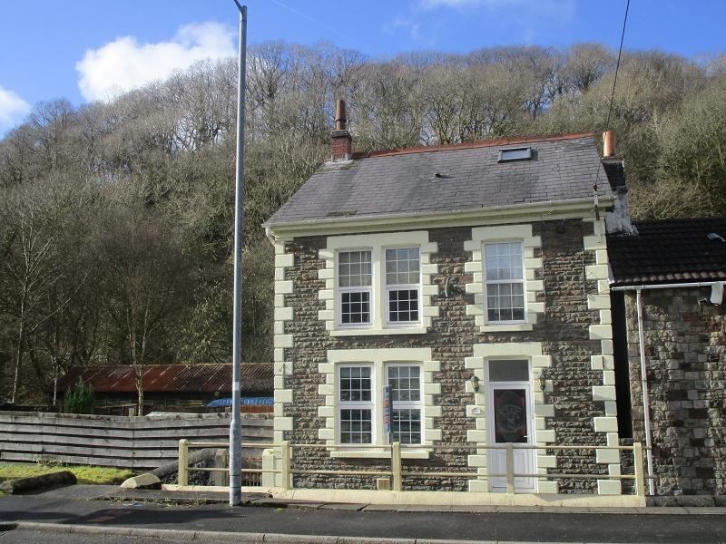3 Bedrooms Detached House for sale in Heol Gwys, Upper Cwmtwrch, Swansea.