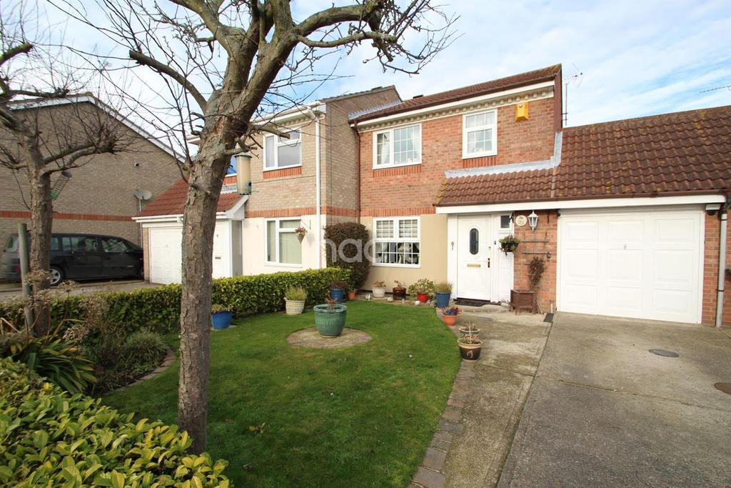 3 Bedrooms Semi Detached House for sale in Abinger Close, Cann Hall