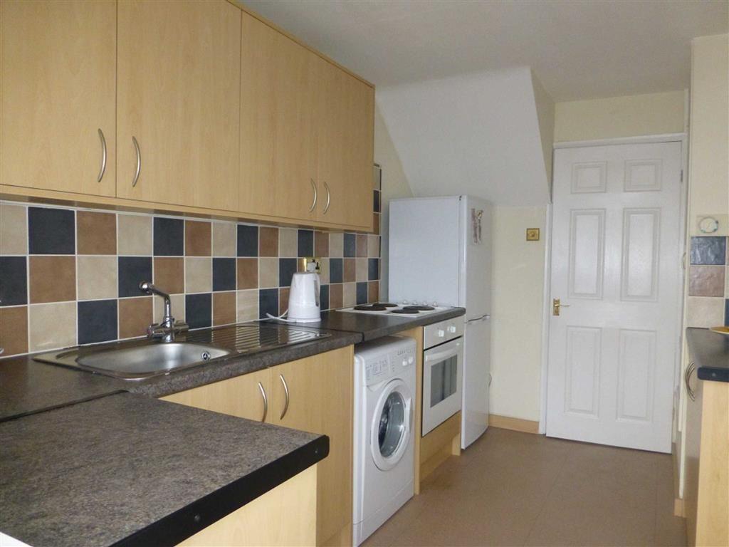 2 Bedrooms Terraced House for sale in Heol Bathafarn, Wrexham