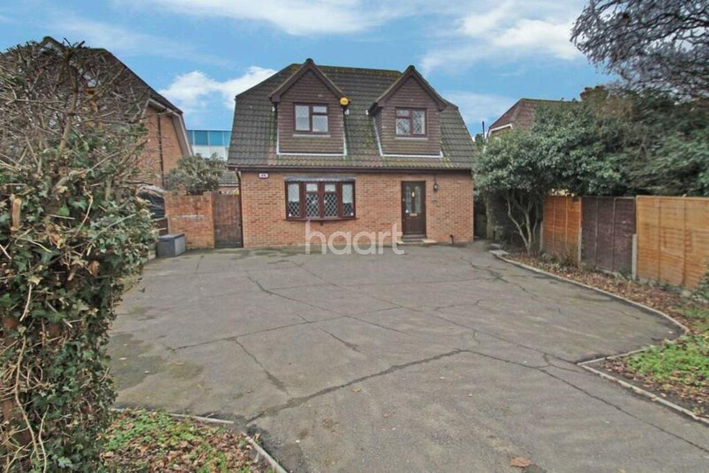 3 Bedrooms Detached House for sale in London Road, Romford