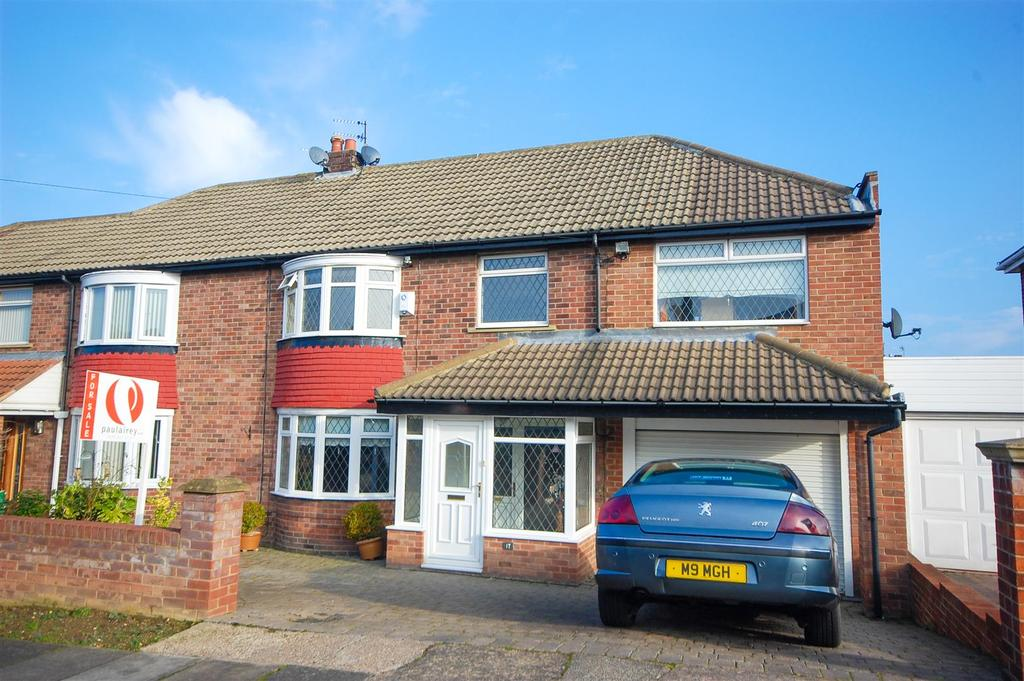 3 Bedrooms Semi Detached House for sale in Larkfield Road, Tunstall, Sunderland