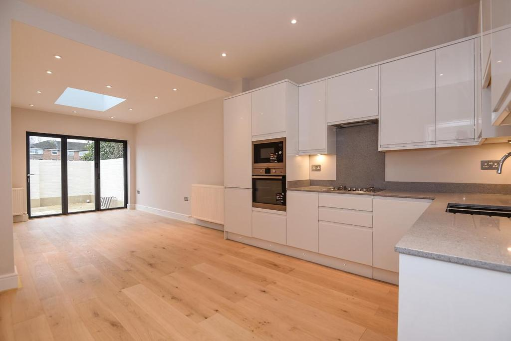 2 Bedrooms Flat for sale in Waldegrave Road, Ealing, W5
