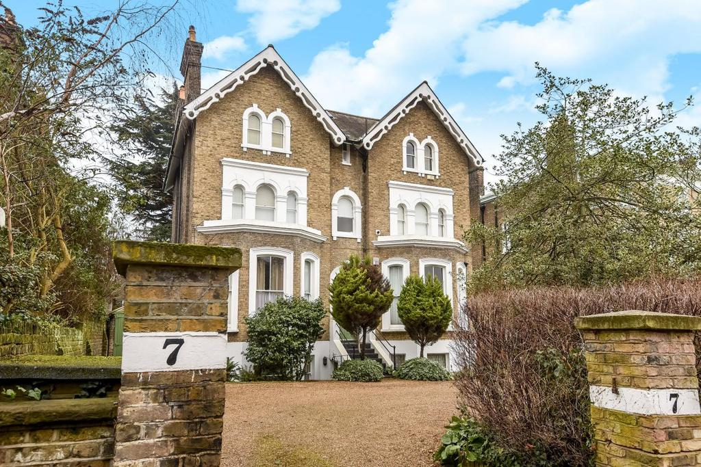 3 Bedrooms Flat for sale in Pond Road, Blackheath, SE3