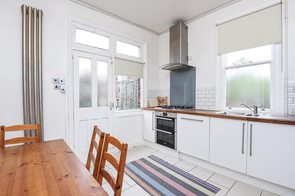 3 Bedrooms Flat for sale in Hillside Road, Streatham
