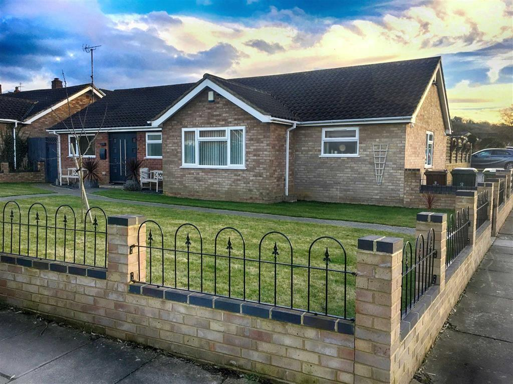 3 Bedrooms Detached Bungalow for sale in Charnwood Road, Leckhampton, Cheltenham, GL53