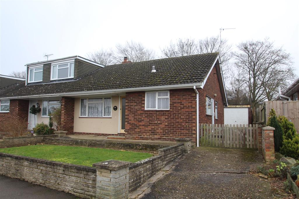 3 Bedrooms Semi Detached Bungalow for sale in Milford Avenue, Stony Stratford, Milton Keynes