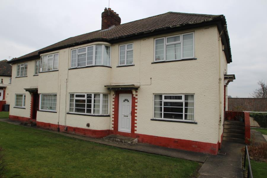 2 Bedrooms Ground Flat for sale in ROTHBURY GARDENS, LEEDS, LS16 6AW
